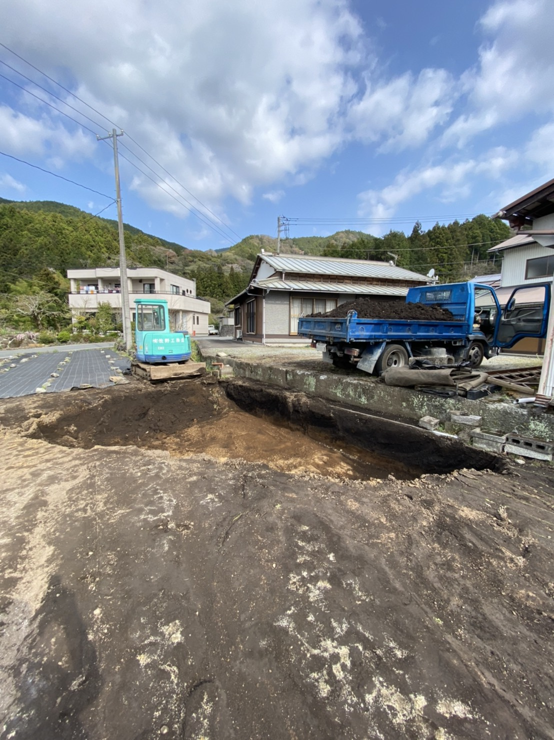 畑車両落下によるオイル漏れ土壌入れ替え工事