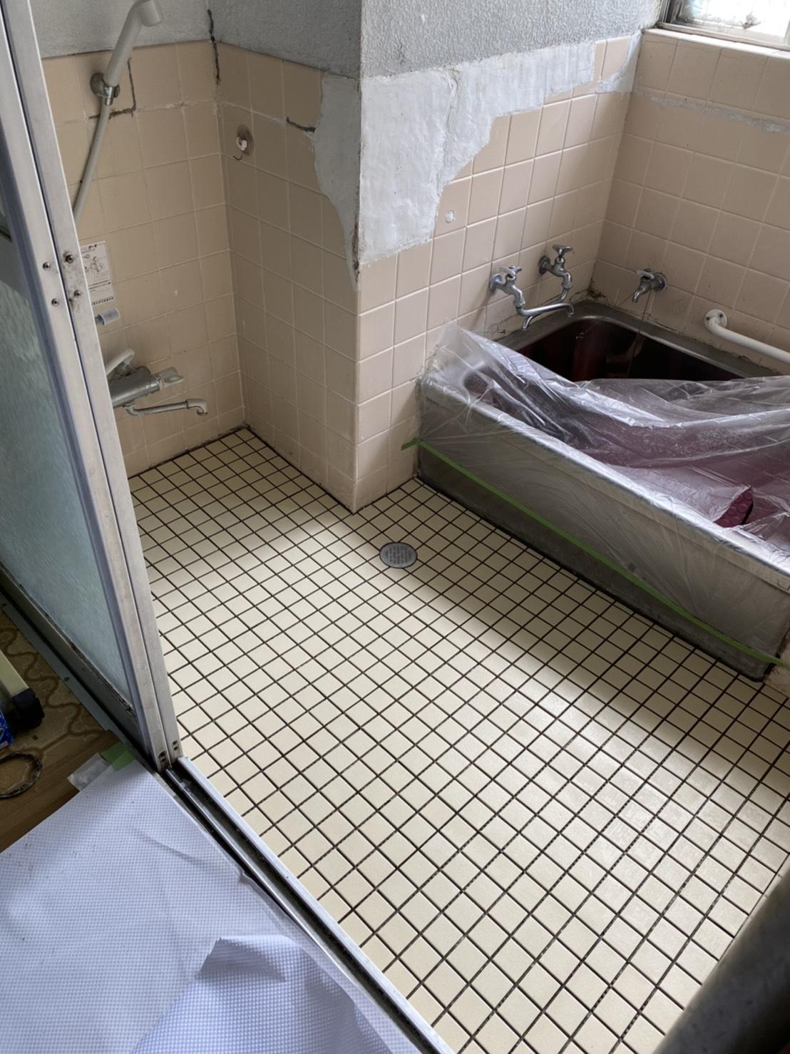 お風呂場床タイル補修工事